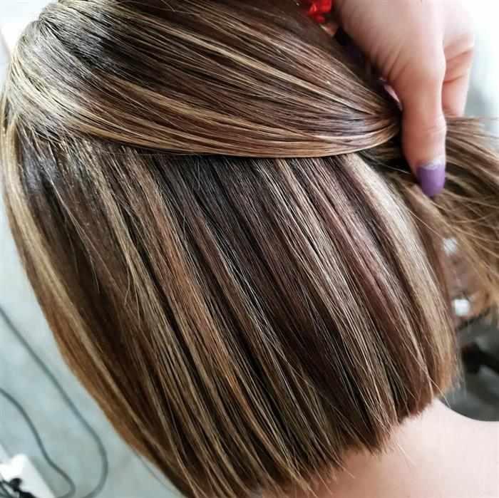 cabelo curto com mechas para morenas