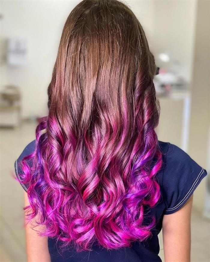 cabelo de mecha rosa
