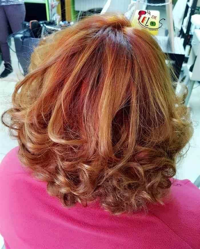 cabelos curtos com mechas para senhoras