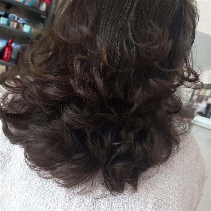 corte em camadas da volume ao cabelo