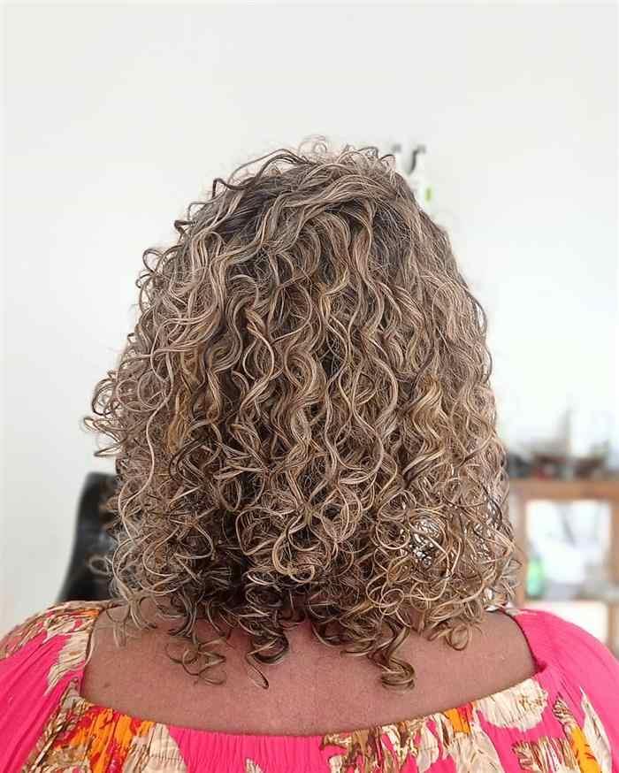 corte em camadas de cabelo cacheado