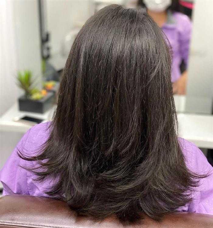 corte em camadas em cabelo médio