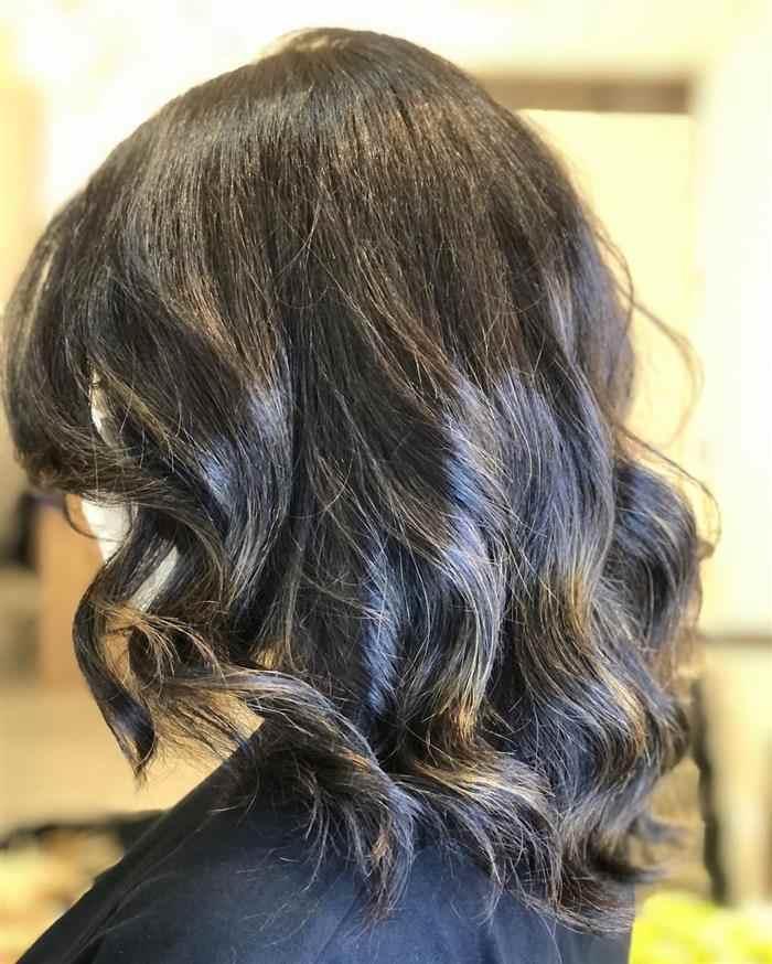 corte em camadas em cabelo ondulado