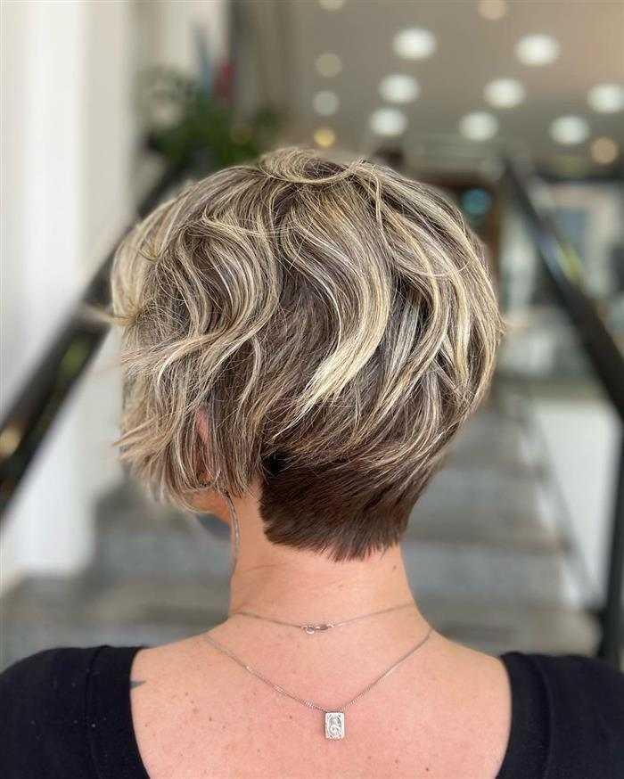 pixie corte de cabelo ondulado