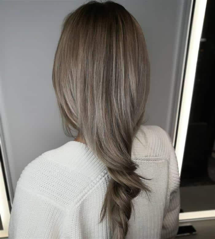 cabelo curto loiro escuro acinzentado