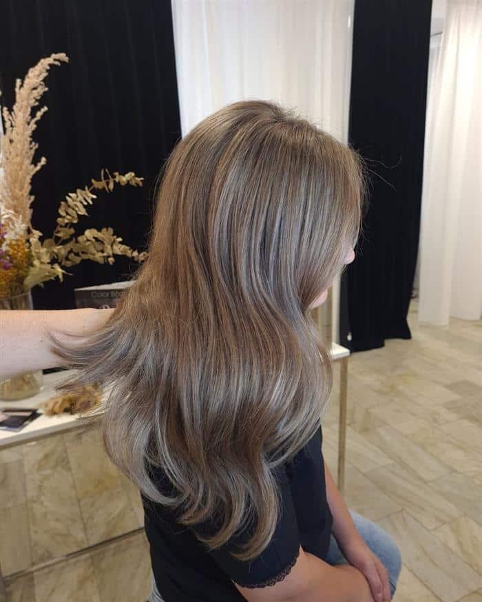 cabelo loiro escuro acinzentado natural