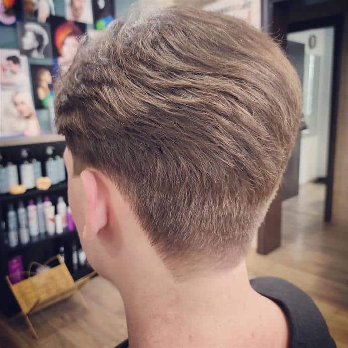 cabelo loiro escuro curtinho